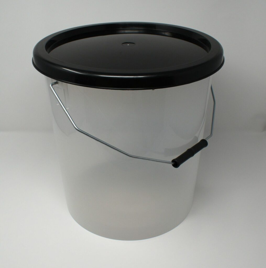 16L Translucent Buckets With Black Lid