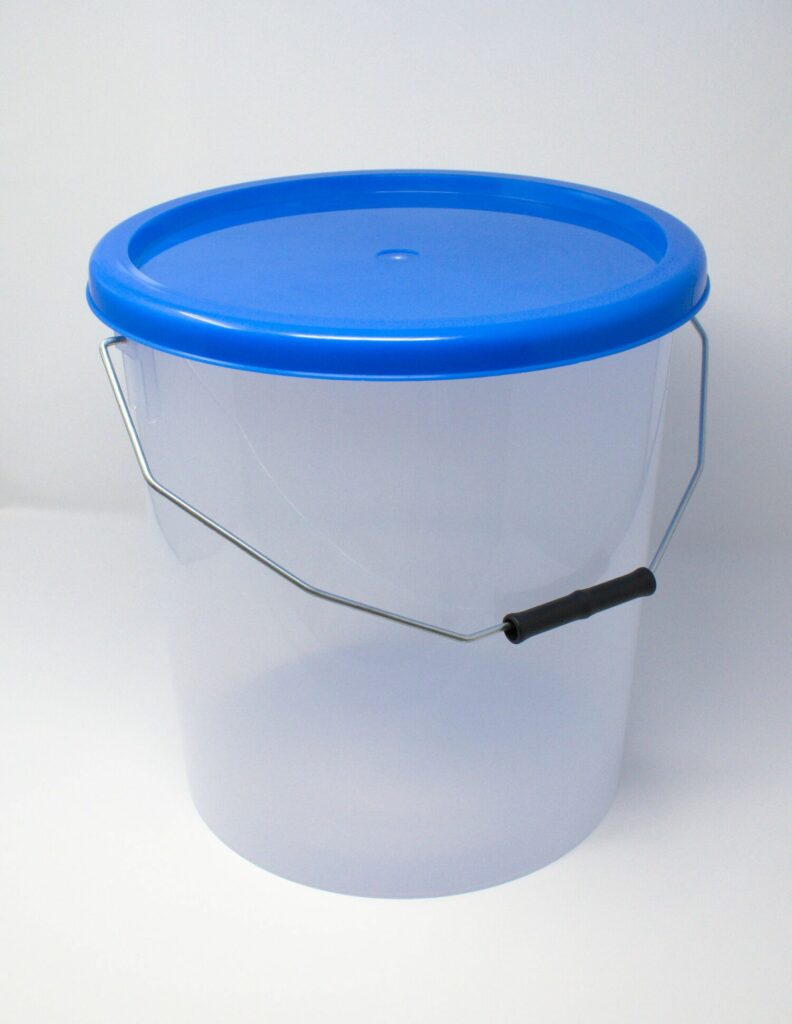 16L Translucent Buckets With Blue Lid